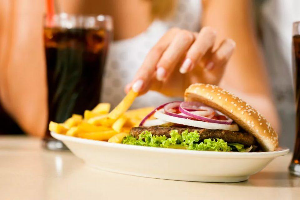 фастфуд, перекус, кола, бургер, картофель фри, синдром хронической усталости